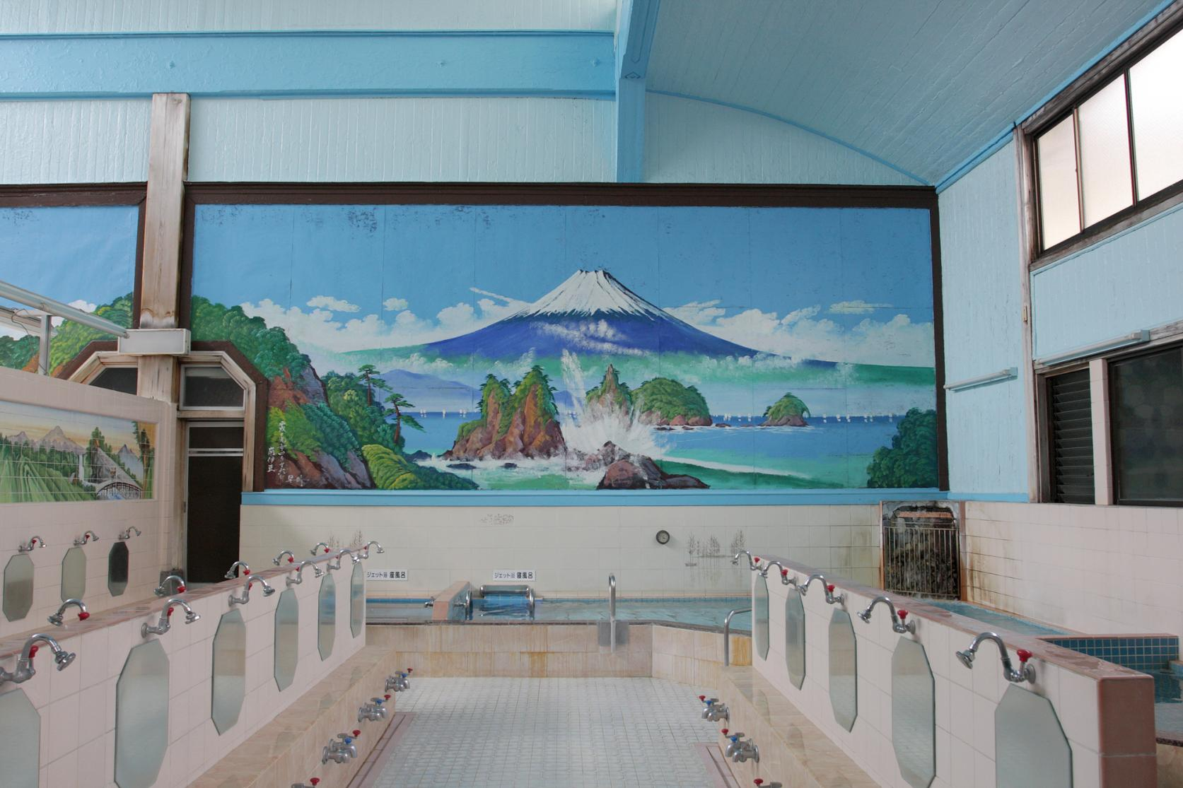 Even public bath houses use water from a hot spring.-1