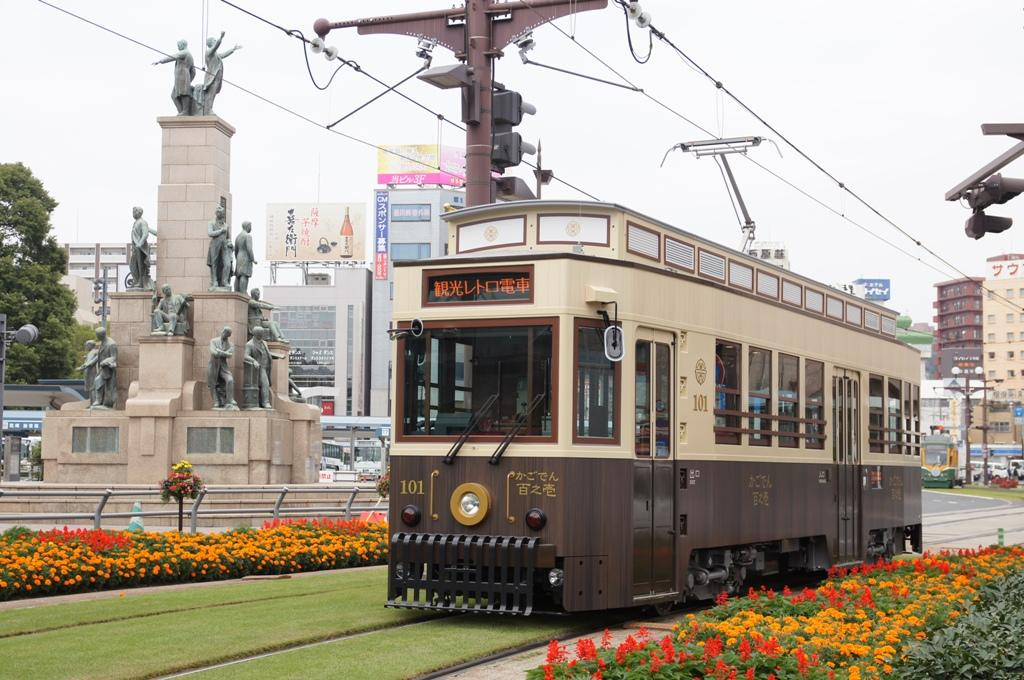 Kagoden, a retro-inspired sightseeing streetcar-1