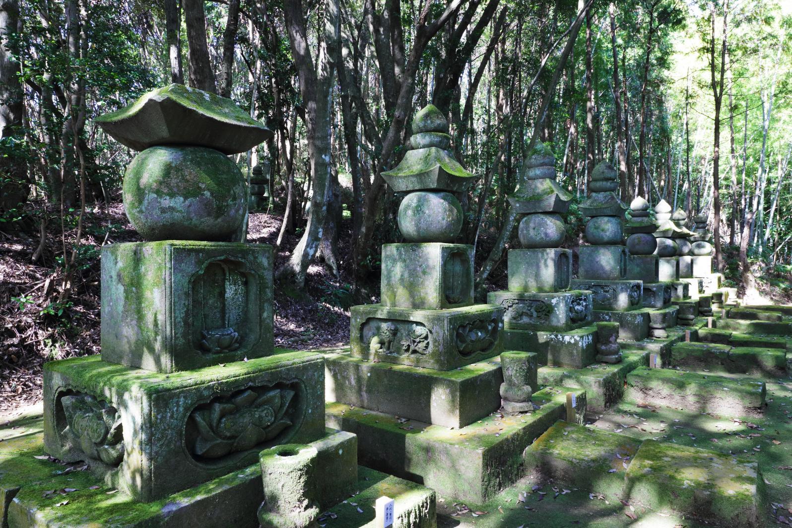 肝付家歴代の墓地-1