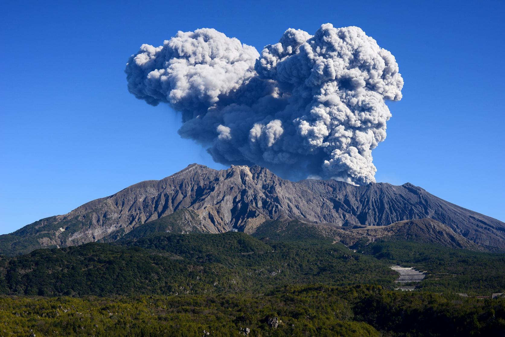 噴火してるけど大丈夫!?最初は気になる桜島観光-0