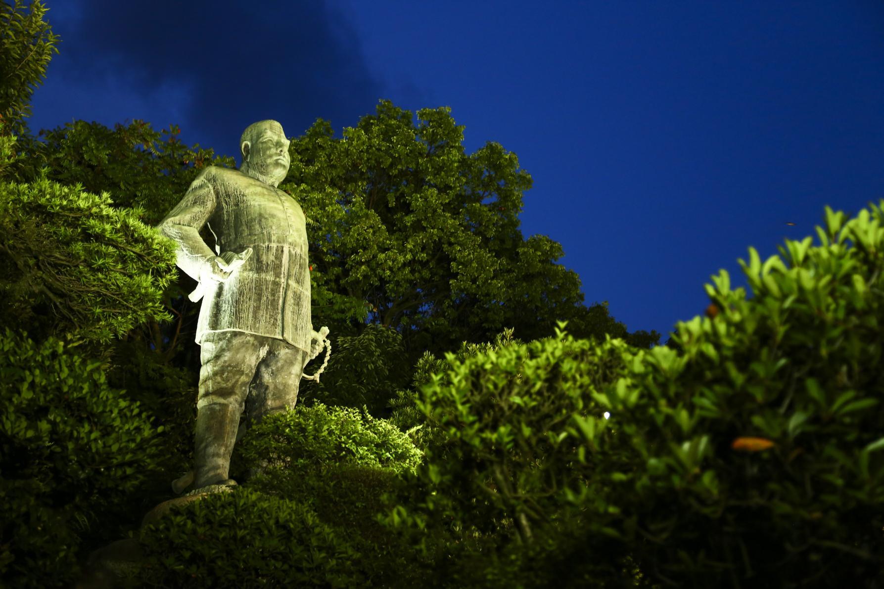 Bronze statue of Saigo Takamori-8