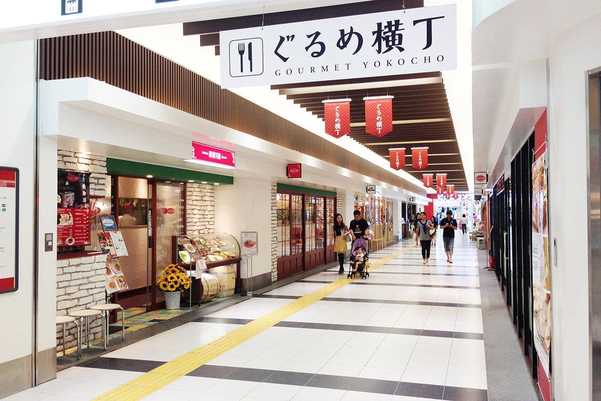 みやげ横丁・ぐるめ横丁(鹿児島中央駅構内)-1