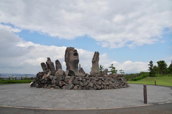 赤水展望広場・桜島オールナイトコンサート記念モニュメント「叫びの肖像」-5