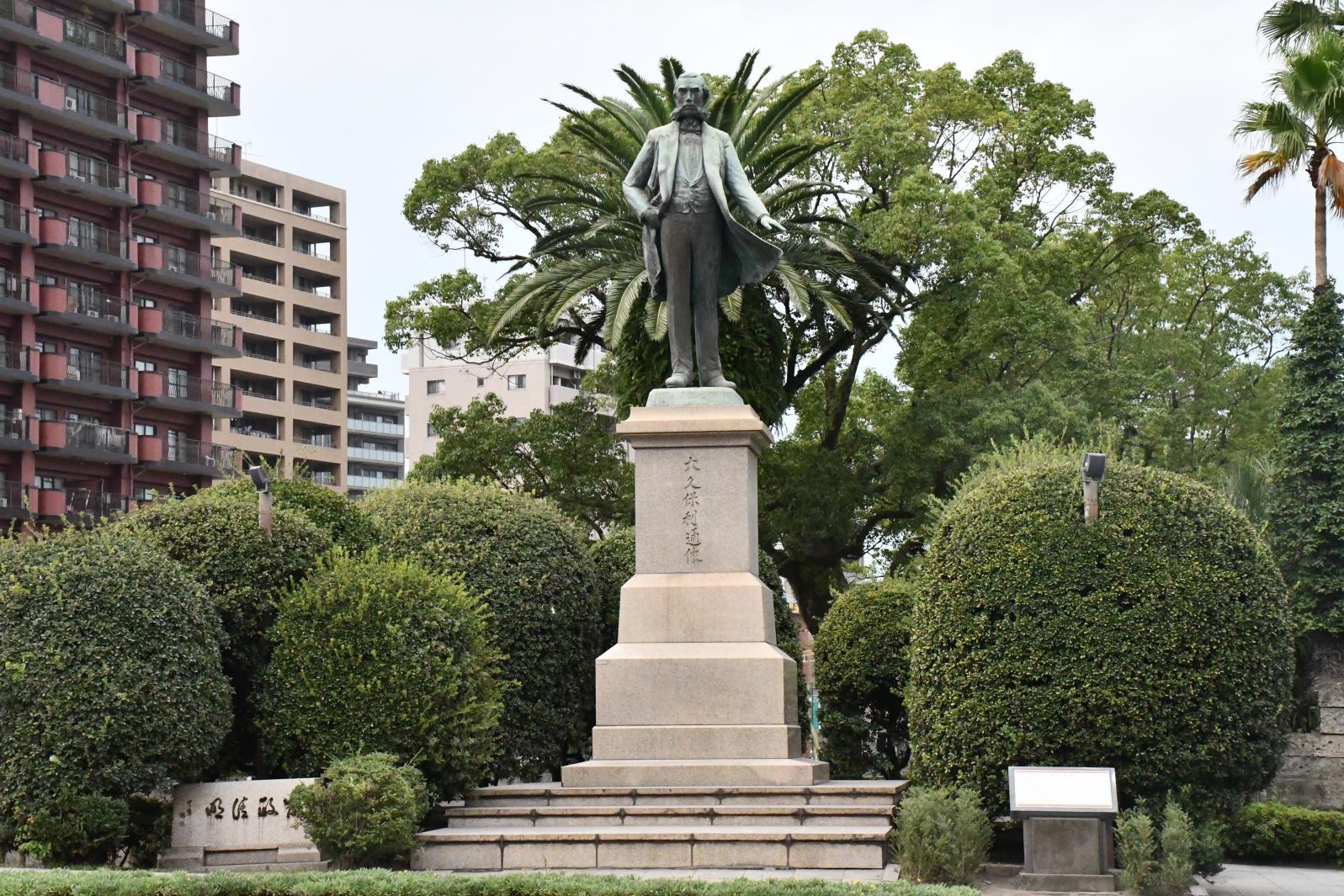 Bronze statue of Okubo Toshimichi-1