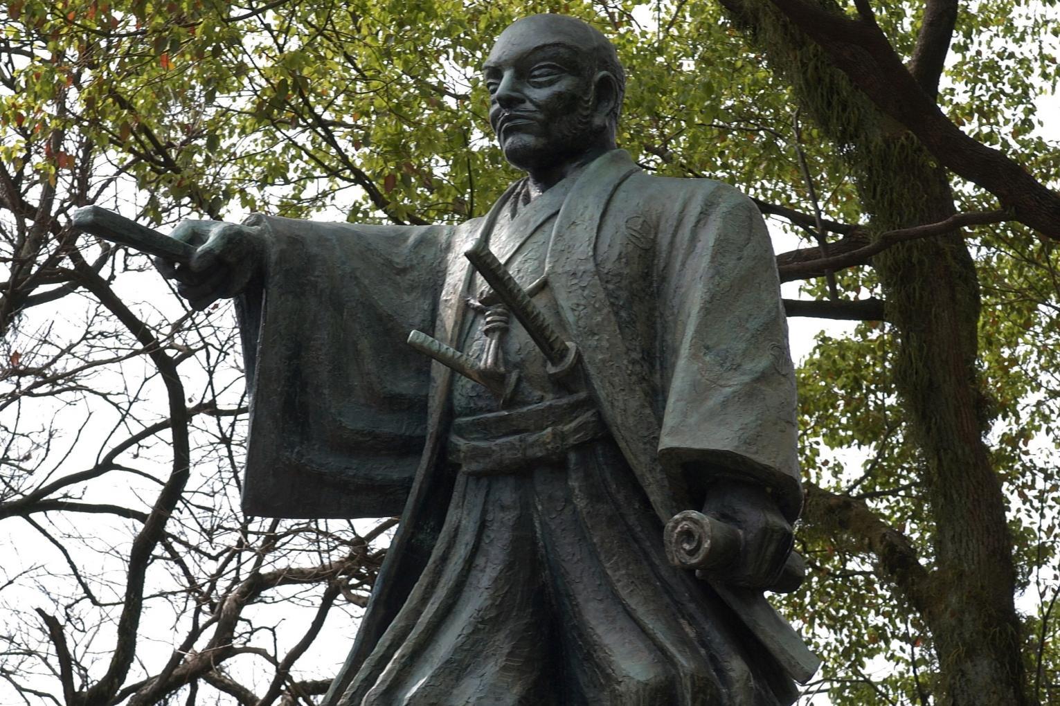 平田靭負銅像-1