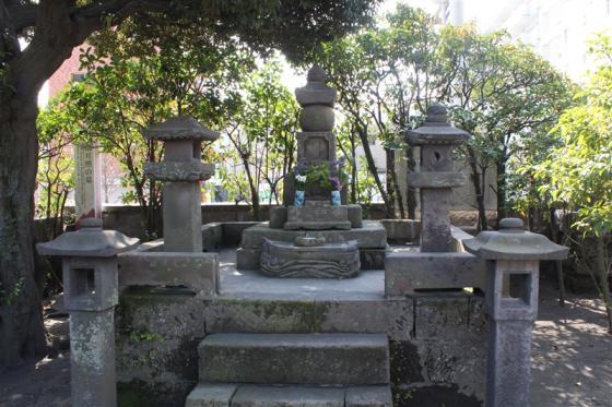 僧月照の墓-3