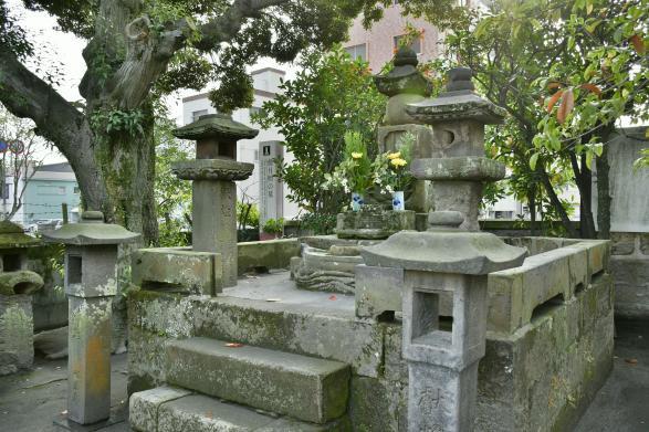 僧月照の墓-0