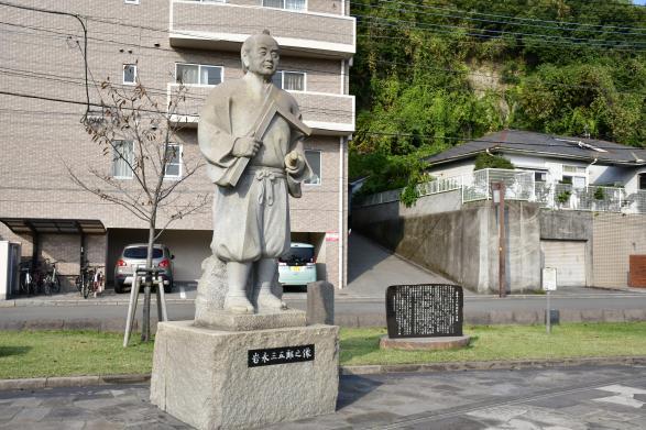 岩永三五郎像-0