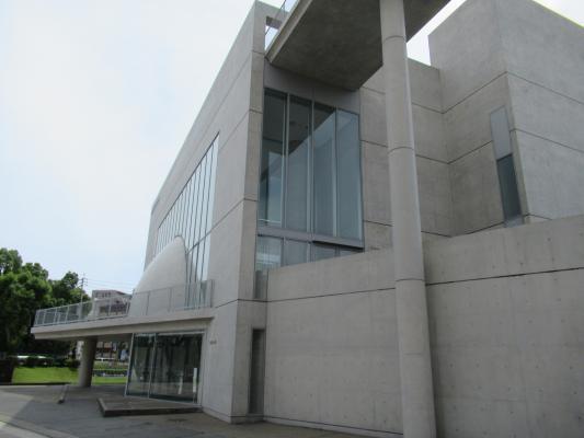 鹿児島大学稲盛会館-0